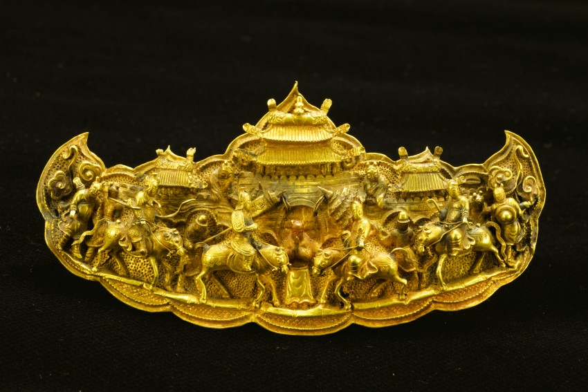 Gold Plaque with figures in high relief, 16th century, Gold and gemstones, Height 7 cm, Chinese, Qichun County Museum.
