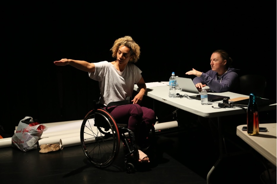 Choreographer and performer Alice Sheppard (L) in conversation with writer/scholar Carrie Sandahl (R) during Sheppard's Fall 2017 residency for DESCENT. Sheppard premiered the work at the Britt Festival, Medford, OR following her MANCC residency and subsequently performed it at New York Live Arts, NYC. Photo: MANCC. Chris Cameron.
